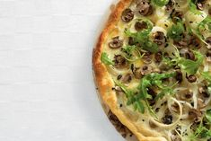 Kijk wat een lekker recept ik heb gevonden op Allerhande! Witte pizza met rucola en tomatensaus
