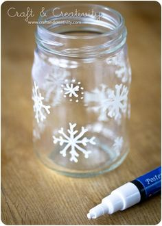 Christmas glass lanterns - by Craft & Creativity - extra mason jars! Winter Christmas, All Things Christmas, Christmas Holidays, Christmas Jars, Christmas Ideas, Christmas Decorations Diy Easy, Snowflake Decorations, London Christmas, Christmas Quotes