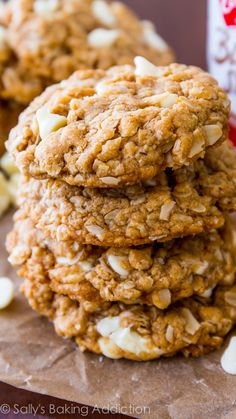 Soft & chewy oatmeal cookies made with Biscoff spread and stuffed with sweet white chocolate. No mixer, no dough chilling, so easy! Soft Chewy Oatmeal Cookies, White Chocolate Chip Cookies, Oatmeal Cookie Recipes, Biscoff Recipes, Chocolate Chips, Biscoff Cookie Butter, Biscoff Cookies, Yummy Cookies, Köstliche Desserts
