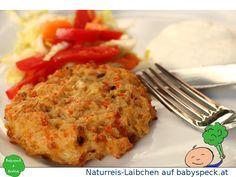 Naturreis-Laibchen - handliches und kompaktes BLW-Rezept mit Lauch und Karotten auf www.babyspeck.at