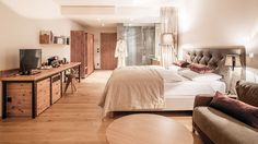 😍😍 So schön wohnt es sich im exklusiven NIDUM Casual Luxury Hotel. Zimmerpreise schon ab €145.- inkl. Halbpension🍾❣   #leadingsparesorts #leadingspa #spa #beauty #wellness #room #suite #luxury #casual #style #cosy #livingroom #bedroom Wellness, Rooms, Snow, Bed, Furniture, Beauty, Home Decor, Luxury, Homes
