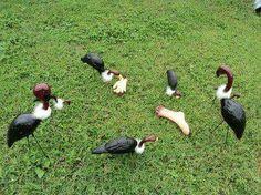 Halloween Vultures from plastic lawn flamingos. DIY: paint & faux fur
