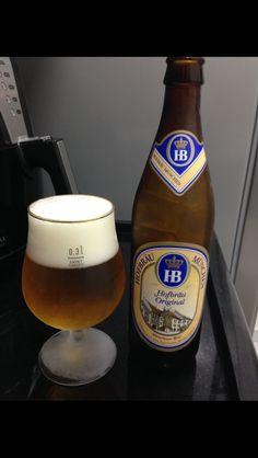 Refrescante, levemente amarga e picante, a HB apresenta baixa fermentação e é produzida de acordo com a Lei de Pureza de 1516. Não possui qualquer tipo aditivo químico, corante, conservantes ou cereais não maltados, como o milho e o arroz.