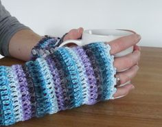 Happy in Red: A new pair of crochet wrist warmers