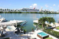 South Beach Waterfront Island Mansion- Heated Pool in Miami Beach
