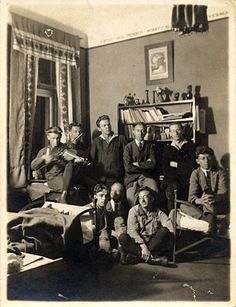 Frans Wildenhain and other Bauhaus students, 1924