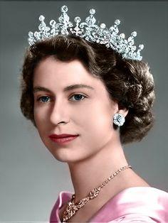 A young Queen Elizabeth II Die Queen, Hm The Queen, Royal Queen, Her Majesty The Queen, Young Queen Elizabeth, Princess Elizabeth, Princesa Margaret, Princesa Diana, Royal Tiaras