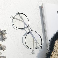 On the lookout for glasses that will suit your sharp, chiseled features? Look no further than Moonspecs' Oval glasses. Best suits heart and diamond face shapes. Available in prescription. 👓 glasses for your face shape Eyeglasses