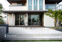 メンテナンスがラクなタイルのデッキ Outdoor Decor, House, Hardscape, Windows, Garage Doors, Modern, Home Decor, Japanese Modern