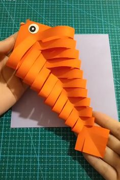 Beautiful & Creative DIY Origami - Diy and crafts interests Paper Crafts For Kids, Diy Arts And Crafts, Diy Crafts Videos, Creative Crafts, Preschool Crafts, Diy For Kids, Fun Crafts, Creative Ideas, Diy Videos