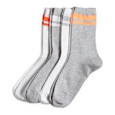 Skjønne ribbestrikkede sokker med stilrene, sporty striper på skaftet.   - Elastikk oppe  - Myk, ribbestrikket kvalitet med stretch