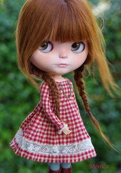 Di recente mi sono imbattuta nelle fotografie di bambole bellissime in rete.  Sono le Blythe bambole con una testa molto grande e il cor...