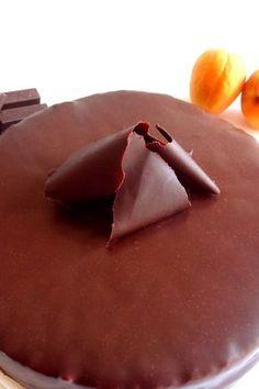 Si estás buscando la receta de la tarta Sacher, no te pierdas mi receta. Aprende conmigo a hacer esta delicia tan reconocida a nivel mundial