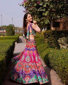 (C) Sandeepadhar | (C) Siddarthabansal | (C) Neilbansal | Bridal lehenga | Bridal outfit ideas #bridallehenga #bridaloutfitideas #bridesmaids #bridesmaidsoutfit #lehenga #colourfullehenga #trending Indian Wedding Photos, Indian Wedding Outfits, Bridal Outfits, Indian Outfits, Bride And Son, Bride Sister, Lehenga Designs Latest, Simple Lehenga, Bridesmaid Outfit