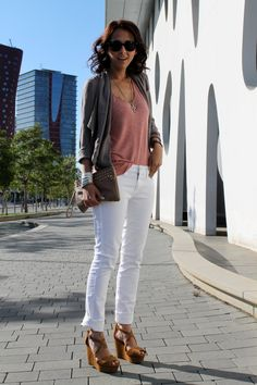 white jeans vía www.styleinlimablog.com