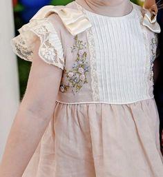 Little Girl Dress Patterns, Baby Girl Dress Design, Kids Dress Patterns, Baby Girl Frocks, Frocks For Girls, Kids Frocks, Kids Summer Dresses, Little Girl Dresses, Girls Dresses