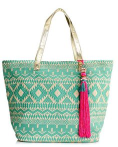 Ad a touch of glamour to your Beach Style with this beautiful and spacious beach bag in a geometric woven design, decorated with a fun, oversized tassel embellished with beads. Hippie Accessoires, My Bags, Purses And Bags, Summer Handbags, Boho Bags, Beach Accessories, Mode Style, Fashion Bags, Fashion Handbags