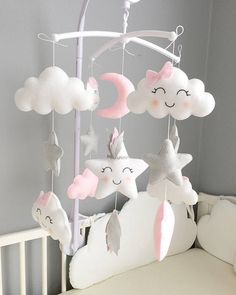 Indian star mobile Material: Feutrie and cotton. Colors: pink, gray and white. Baby Mobile Felt, Baby Crib Mobile, Felt Baby, Baby Cribs, Baby Mobiles, Baby Bedroom, Baby Room Decor, Nursery Decor, Star Mobile