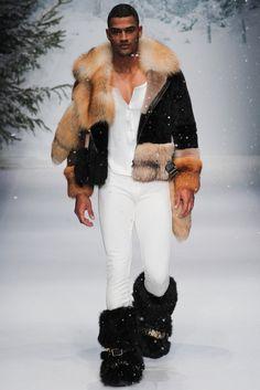 Moschino Fall 2015 Menswear Collection Photos - Vogue