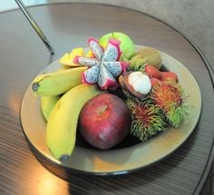 Fruit amenity plate by Glass Studio for Hilton Doha | Glass Dinnerware Solutions For Restaurants www.the-glass-co.com