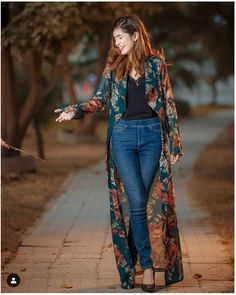Womens fashion outfits casual jeans black tops New ideas Mode Outfits, Dress Outfits, Casual Outfits, Summer Outfits, Dress Summer, Fall Outfits, Casual Jeans, Jeans Style, Kimono Outfit