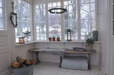 An enclosed porch is surely a cozy place to relax, it is a great place to enjoy the day or after come home from work. An enclosed porch usually has small size yet it is still roomy. Interior Desing, Interior Exterior, Enclosed Porches, Swedish House, Vestibule, Home Additions, Scandinavian Home, Porch Decorating, Cottage Style
