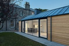 """ZINC AND TIMBER HOUSE - and Exterior Architecture Photography.Edinburgh, ScotlandArchitect: Konishi Gaffney ArchitectsPhotographer: Nanne Springer""""Zinc roof and siberian larch clad house extension in The Grange. Wood Cladding Exterior, Zinc Cladding, Roof Cladding, House Cladding, Cottage Extension, House Extension Design, Extension Ideas, Modern Barn House, Timber House"""