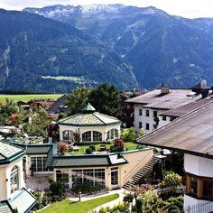 Alpenresort Schwarz und Morgens in #Tirol ... nach einem ausgiebigen Schwimmen in der Wasserwelt des #Alpenresortschwarz der Best Wellness Hotels Austria beginnt der Tag gleich viel frischer und mit einem zusätzlichen Lächeln.   #BestWellnessHotelsAustria #DemipressBestwellness #DemipressFotoshooting #wellness #spa #beauty #hotel #tirol #visittirole #lovetirol #AlpenresortSchwarz