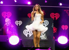 IT'S TRUE: SHE ACTUALLY WEARS IT DOWN SOMETIMES. | Ariana Grande With Her Hair Down Is Like An Entirely Different Person