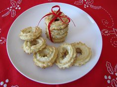 Vaniljekranseis a traditional Danish cookie made in the weeksleading up toChristmas. I have very fond memories of helpingmy Mom and Dad make vaniljekranse when I was a little girl. It's …