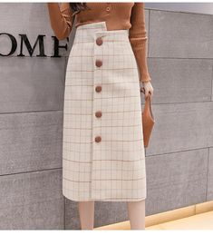 Which is certainly a mini skirts worn within a relaxed means utilizing a relaxed best. A Line Skirt Outfits, Modest Outfits, Classy Outfits, Pretty Outfits, Cute Outfits, Modest Clothing, Summer Outfits, Muslim Fashion, Modest Fashion