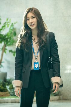 Go behind the scenes of drama set 'Vagabond' with Suzy Bae! Korean Actresses, Korean Actors, Korean Star, Korean Girl, Kpop Fashion, Korean Fashion, Suzy Bae Fashion, Kdrama, Best Action Movies