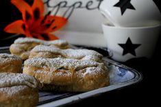 Kakkuviikarin vispailuja!: Kahvin makuiset Eclair-leivokset