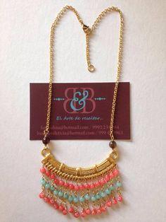 Collar chapa de oro, con jade color coral y color turquesa $450.00