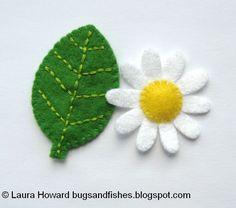 Mini Felt Leaf & Daisy {from the book Super-Cute Felt Animals} Felt Fabric, Fabric Art, Fabric Crafts, Felt Diy, Felt Crafts, Felt Flowers, Fabric Flowers, Felt Leaves, Felting Tutorials