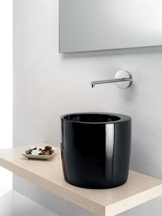 Ceramic #washbasin TOTEM by A. e T. Italia | #design Imerio Zaminato #bathroom