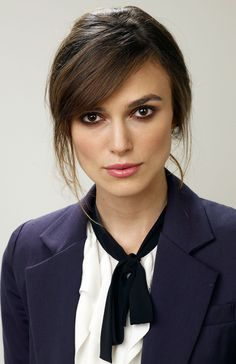 I love her classic black & white shirt paired with her cool dark blue blazer.....