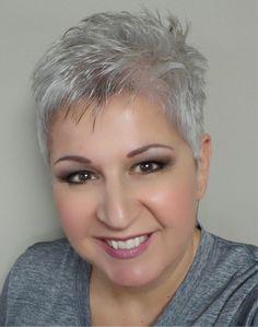 Ga deze winter eens voor een zilver grijze look! Check deze 10 super stoere kapsels eens in deze gave haarkleur. - Kapsels voor haar