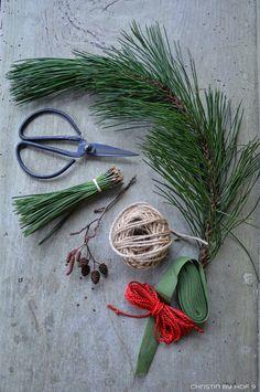 Perfect Quaste aus Kiefernadeln nat rliche Gartendeko im Winter Weihnachtsdekoration im Garten rostige Gartendekoration