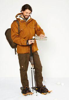In diesem herrlichen Fjällräven Outfit frierst Du selbst bei klirrender Kälte nicht – egal ob im Alltag oder auf Schneeschuhen in der Natur.