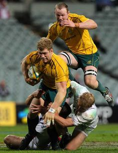 David Pocock leaps over the tackle of Lewis Moody in a rugby match. Australian Rugby Players, Australian Football, Rugby Sport, Sport Man, Rugby Games, Super Rugby, Contact Sport, All Blacks, Rugby World Cup