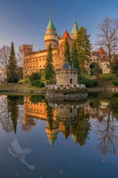 Bojnice Castle Slovakia - from Ziar. en route from Bratislava? Real Castles, Beautiful Castles, Beautiful Places, Places In Europe, Places To See, Bósnia E Herzegovina, Greenwich Park, Castle House, Architecture Old