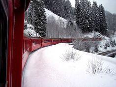 Trem vermelho da Suíça.