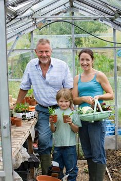 Greenhouse Growing: Tips for Basic Greenhouse Cultivation - Organic Gardening - MOTHER EARTH NEWS