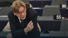 """""""Obecny konstytucyjny paraliż może doprowadzić do kryzysu o bezprecedensowych rozmiarach. Zdolność TK do orzekania w sprawie zgodności fundamentalnych praw z  prawem unijnym jest kluczowa dla miejsca Polski w euro-atlantyckiej wspólnocie wartości"""" – zaznaczył Verhofstadt."""