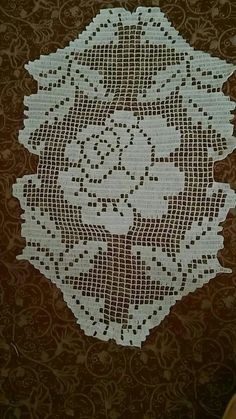 Crochet Patterns Filet, Crochet Designs, Knitting Patterns, Crochet Tablecloth, Table Runners, Projects To Try, Crochet Roses, Rugs, Holiday Decor
