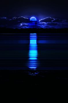 """naitosyota: """" 蒼い月の階段 Blue Moon Stair SOURCE:http://in-sence.tumblr.com/post/50254102596/time-of-nightmares-sunset """""""