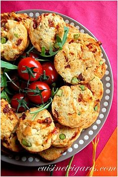 Salad cookies, sec tomatoes, pistachio and parmesan cheese