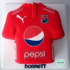Torta Camisa del Medellín by Giovanna Carrillo