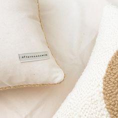 💛 #afternoonswimtextile . . #textileart #fiberart #texture #interiors #homedecor #shopsmall #handmade #rughooking #punchneedle…